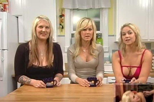 Три блондинки собрались вместе чтобы обменяться сплетнями