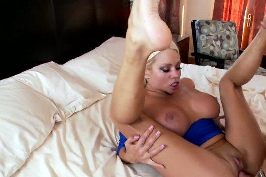 Безумный секс с грудастой блондинкой в отеле
