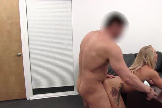 Очередная шлюха мечтает о порно карьере на анальном кастинге