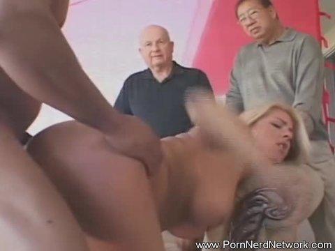 Яростные самцы жестко трахают чужих жен