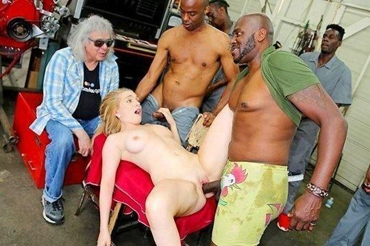 Негры ебут молодую жену Casey Ballerini пока старый куколд смотрит