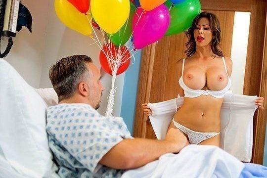 Врачиха Alexis Fawx трахается с женатым пациентом в палате