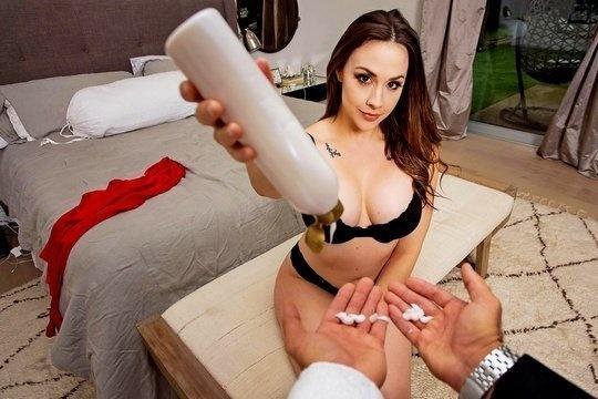 Мужик трахает любовницу Chanel Preston в ванной от первого лица