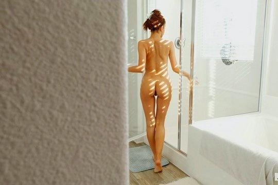 Ебля от первого лица, где тощая шлюшка скачет на пенисе вагиной
