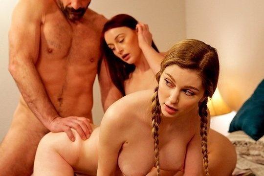 Папаша имеет ротики и вагины двух грудастых дочурок в спальне