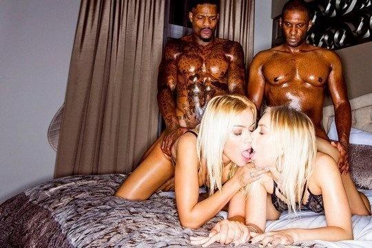 Негры ебут блондинок БИ в киски и рты своими большими членами в гостинице