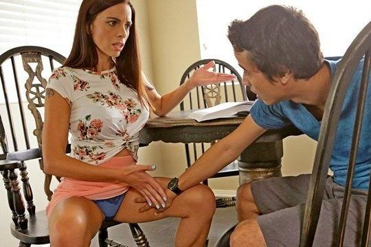 Студент с большим членом развел на секс зрелую училку репетиторшу