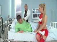 Врач, медсестра и пациент замутили мутку