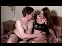 С беременной девушкой очень аккуратен