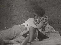Устроил со своей бабой пикник на заднем дворе
