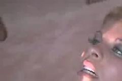 Негр собирается кончить в рот этой красавице