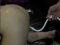 Своей рабыне он засунул глубоко в задницу вибратор