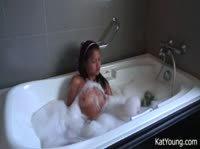 Эротическое купание в ванной