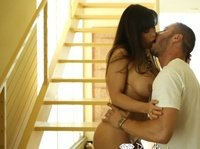 Развратная зрелая дама дает мужику