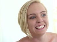 Блондинка отлично шарит сосать