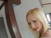 Эта блондинка обожает трахаться