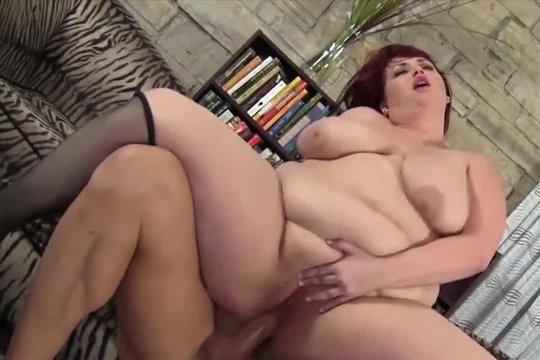 Знойная толстуха устроила дикий секс с лысым мужиком