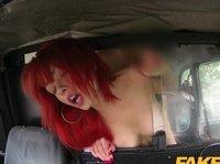 Таксист жестко ебет фигуристую пассажирку