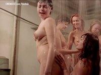 Наглая лесбиянка заставляет девушку мыть ее жопу