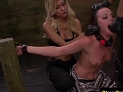 Озабоченные лесбиянки наказывают рабынь резиновыми хуями