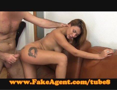 Фейковый агент развел дурочку на развратный секс