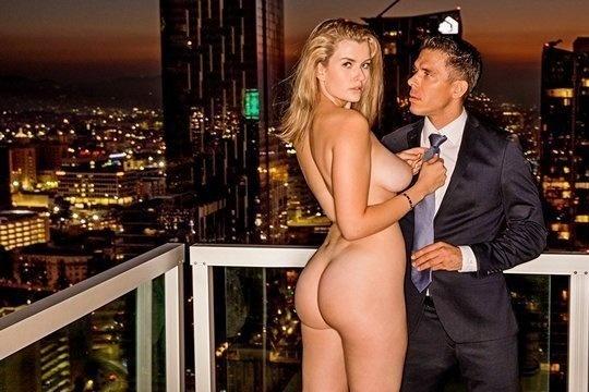 Mia Melano занимается с мужем красивым сексом и получает сперму на лицо